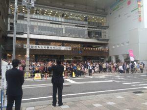 5月1日 阪神御影駅前 2